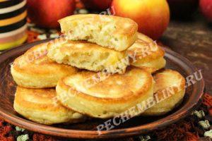 оладьи на кефире с яблоками, рецепт с фото